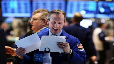 100372983-nyse-trader-happy-budget-deal-getty.530x298